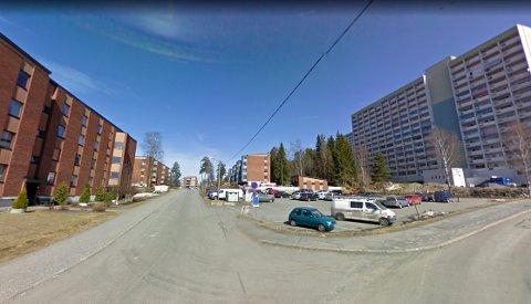 MANGE BEBOERE: I et boligområde i Lørenskog var kameraet montert i en av leilighetene. Flere beboere gikk forbi kameraet daglig. FOTO: GOOGLE