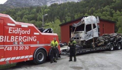 TRAILERBRANN: Den 19. mai 2016 brann denne traileren i Måbøtunnelen. Naudnettet fungerte då ikkje optimalt.  Arkivfoto: Eidfjord bilberging