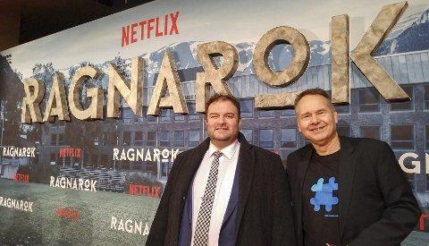 Utenfor Colosseum kino: Ordfører Roald Aga Haug (t.v.) og Sven Olaf Brekke på premieren av Ragnarok i Oslo. Foto: Lage Thune Myrberget