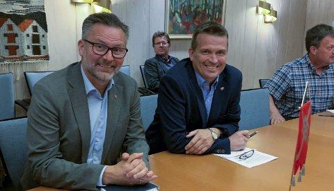 KARMØY: Ordfører Jarle Nilsen, Ap (t.v.) og varaordfører Alf Magne Grindhaug, KrF.  Arkivfoto: Øystein Merkesvik