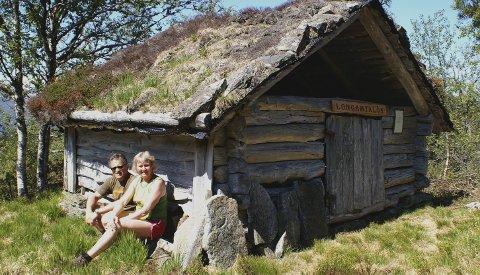 Longamyrløa: Stien mot Longamyrløa er  noe kupert. Ved hver løe er det satt opp et skilt, som forteller litt om dens historie.