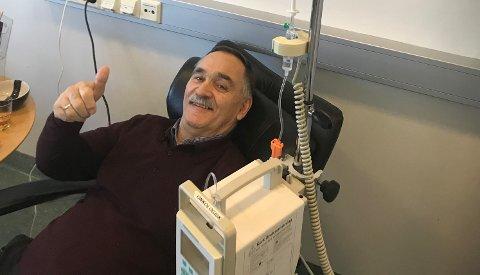 OPTIMIST: Mandag gjennomførte Helge Thorheim sin første cellegift-kur ved sykehuset i Haugesund.