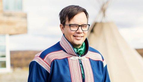 NY SJEFSJOBB: Johan Ailo Kalstad (42) fra Kautokeino er ansatt som ny direktør for NRK Sápmi.