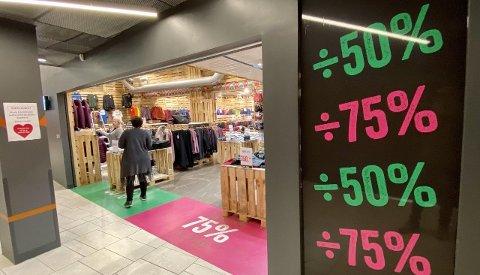 LA NED: I fjor pakket de sammen butikken og sendte den til Alta, men nå kommer Sport Outlet tilbake til Harstad.