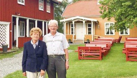 FORTELLER: Leiv Egner og Marit Haugerud skal søndag fortelle om hvordan det var å bo på Aur i gamle dager.foto: privat