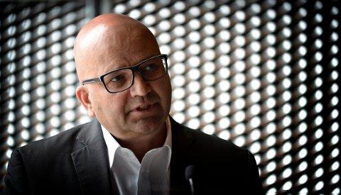 IKKE I KONGSBERG: Lars OleBjørnsrud,  kommunikasjonssjef iTechnipFMC i Kongsberg, forteller at kuttene denne gang ikke rammer lokal virksomhet i Kongsberg..