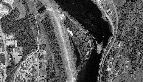 FLYSTRIPE: Området ble brukt som landingsstripe. Bildet er fra 1979. Området kalles fortsatt bare for flyplassen. På skjemt ble den kalt Banana airport.