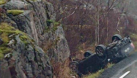 Ulykka har skjedd på vestsida av den skarpe svingen på E10 nederst i Rørvika.