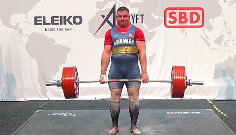 RÅSTERK: Bare to uker etter at han ble nummer 6 i VM, tok Carl Petter Sommerseth fra Lyngdal et suverent norgesmesterskap i styrkeløft.