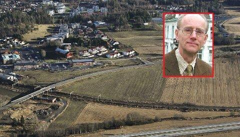 TIL JORD IGJEN: Delijordet skal forbli landbruksareal, har Vestby kommune bestemt. JusprofessorJan Fridthjof Bernt (innfelt) tror det skal bli vanskelig for Ikea å få erstatning.