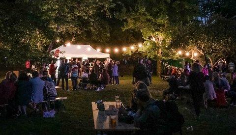 Det blir ikke musikk under trærne på Alby i regi av Lyse Netter i sommer. Dette bildet ble tatt under den første festivalen i 2018.