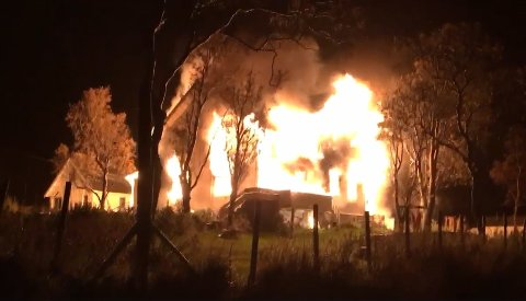 BRANT NED: Karlsøy prestegård brant ned til grunnen natt til torsdag. Foto: Nordlys-tipser