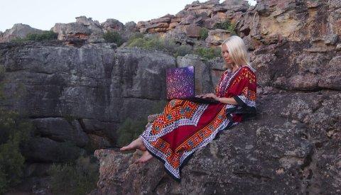 Hvor som helst: Karine Marlen Kollshaugen forsøker å selge varer i norske butikker fra Sør-Afrika. Foto: Privat