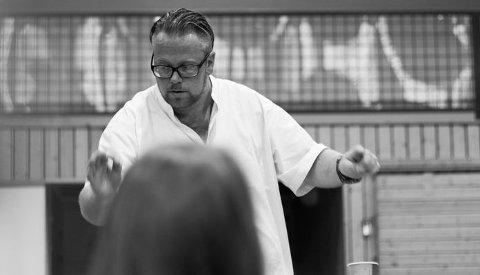 Dirigent Morten Fagerjord - konsentrert og inspirerende!