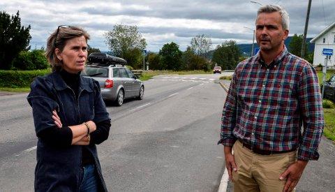 FORVENTNINGER: Varaordfører Tove Beate S. Karlsen og ordfører Bror Helgestad forventer at Innlandet setter seg i posisjon til å søke om statlig medfinansiering til utbygging av fylkesvei 33.