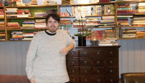 Aktuell: Amund Sigurdssøn Karlsen kommer til Larvik bibliotek lørdag med et program om lyrikeren Gunvor Hofmo. Senere i høst er han aktuell i julekalenderen på TV Norgefoto: Per Albrigtsen