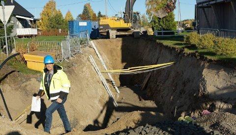 GRAVING:  Det pågår store gravearbeider i Nordhagen på Braskereidfoss med legging av nytt ledningsnett for vann og kloakk. –  Dette var et løft som måtte tas nå, sier Kristian Dalen ved teknisk etat i Våler kommune.
