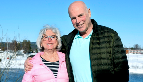 NYTER LIVET: Karel Monné og kona Lillan Hansen fra Elverum kan endelig gå tur sammen igjen.