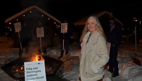 PROVOSERT: Regjeringens rovdyrpolitikk provoserer Ellen Fauske Bleness, grunneier i Engerdal. Hun deltok på bålaksjonen i Elverum tirsdag kveld.