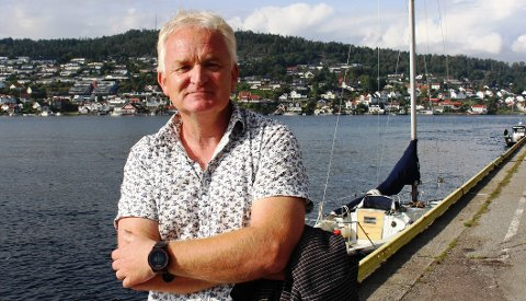BÅTLIV: Trond Ingebretsen er leder i  representantskapet i Grenland Havn. I 2018 ble det innført fartsforskrifter i sjøområdene i kommunene Bamble, Porsgrunn og Skien. – Det ser dessverre ut til at fartsforskriftene som gjelder for de lokale fjordområdene våre, er for lite kjent blant båtfolket. Særlig er det mange nye eiere av fritidsbåter uten sjøkunnskap.