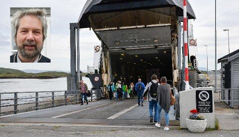 Igjen er det planer om å endre fergerutene. Lurøy kommune har fått fristen utsatt, og det er ordfører Håkon Lund (innfelt) glad for.