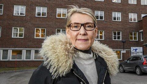 Administrerende direktør Hulda Gunnlaugsdottir mener det er forsvarlig å feriestenge fødeavdelingene hver sin gang denne sommeren.