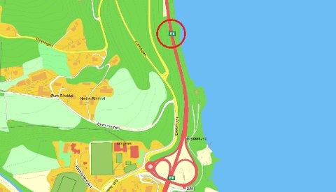 Ringen øverst på kartet viser hvor påkjørselen skjedde.