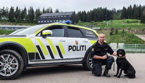 BEST: Politibetjent Bjørn Harald Breili fra Hønefoss og hunden (3,5) Nemo vant pris for beste narkotikasøkshund i nordisk mesterskap for politihunder.