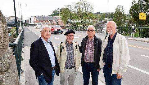 BYPLANEN: Firemannsgruppe om byplanen. Fra venstre Erik G. Karlsen, Ole Haakon Opperud, Arne Sørland, Jan Solgård og Erik G. Karlsen.
