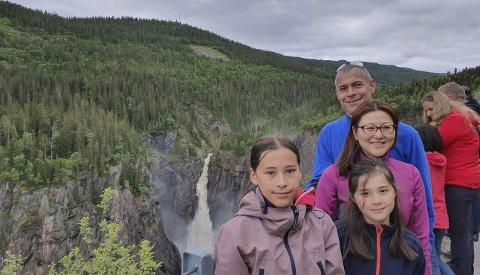 -Fantastisk: Sara, Maja, Therese og Christian Baas opplevde Rjukanfossen i fritt fall for første gang. – Helt fantastisk, sier Christian.