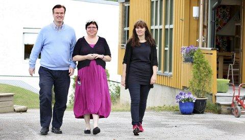 Sentrumsorientert: Tim Holmvik, Bente Hofsløkken og Gunvor Slipesæter konstaterer at sentrumsnære barnehager er mest populære.Begge foto: Per Stokkebryn