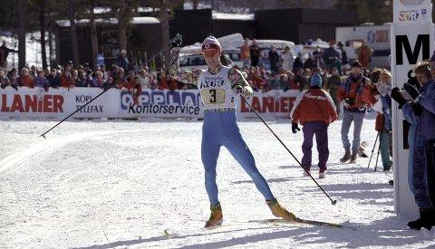 Gullgrossist: Bjørn Dæhlie gikk Nannestad skiklubb inn til flere stafettgull i NM. Her fra klubbens første triumf på Dombås i 1993. Foto: NTB scanpix