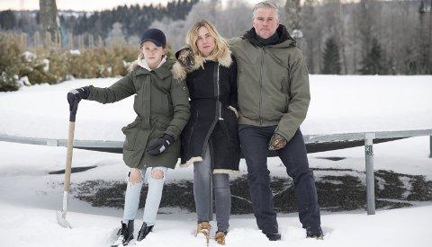 ALENE: Anita og Peter fortviler over manglende kunnskap om evnerike barn. Sønnen William har store utfordringer. FOTO: JUNE ELISE M. SØRENSEN