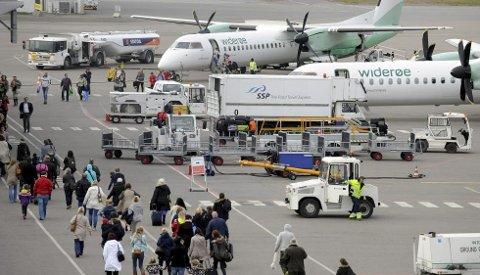 RASKT LEVERT: Flyene som kommer til Torp er sjelden lenge innom og ofte kommer de før tiden og letter før tiden. (Arkivfoto)