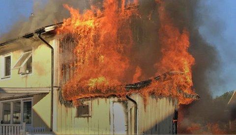 Brannen spredte seg raskt til hele huset, det sto ikke til å redde.