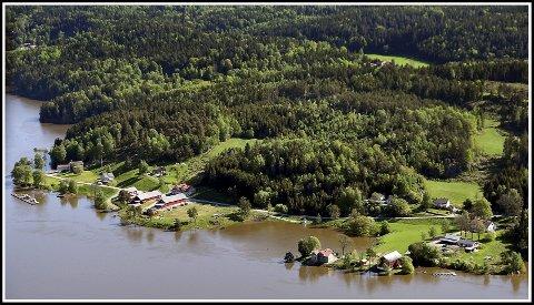 Lense: Allerede i 1858 ble Glennetangen lense anlagt. Mye av tømmerfløtingens historie i Østfold knytter seg til Furuholmen.