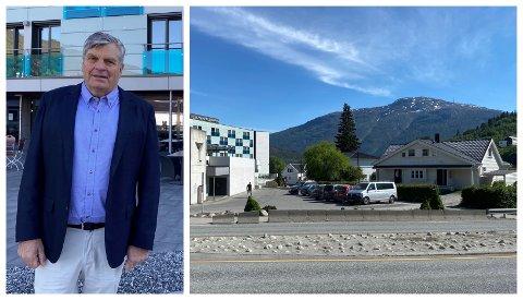 KJØPTE NABOHUSET: Hotelldirektør Jørgen Christian Lindstrøm og Sogndal hotell kjøpte Kjøstvedt-huset som ligg kloss i hotellet. No vert det snart jamna med jorda.