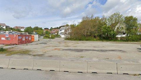 Slik ser Danielsen-tomten ut i dag. Nå planlegges kultursenter på cirka 17 meter.