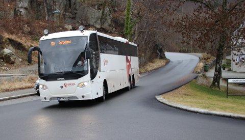 BUSSTILBUD: Hovedkonklusjonen fra dialogmøtet mellom Kolumbus og Strand kommune er at det nye busstilbudet fungerer bra, og at det er mange som benytter det.Denne bussen går i rute 100 mellom Jørpelandsvågen og Stavanger sentrum.