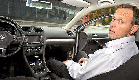 PENGER I DOBLE PEDALER: Stasjonssjef Tor Skilbred bekrefter at kjøp og salg av oppkjøringstimer er butikk i L-skolemiljøet.FOTO: JARLE PEDERSEN