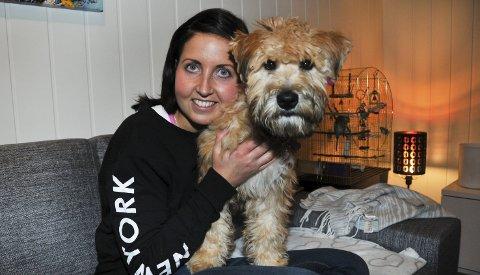 LIVSGLEDE: Birgitte Sørum og hunden Thea oser livsglede. Birgitte ble løpefrelst etter at hun vant over kreften.FOTO: KRISTIAN HOLTAN