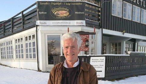 FJELLVERT: Reino Skjøtskift er president i akevittklubben Fjellvitt. Foto: Christian Mauno