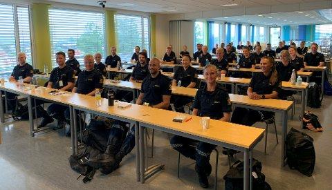 SOMMERVIKARER: Dette er bare noen av de 40 sommervikarene som skal jobbe for politiet i Sør-Øst i sommer.