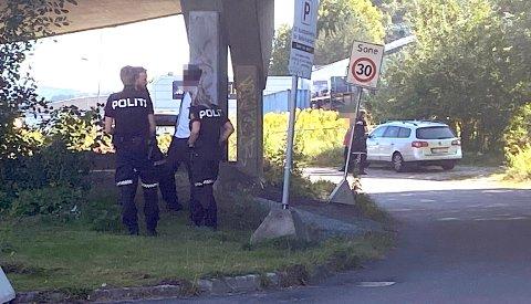 HAR KONTROLL: Politiet har kontroll både på offeret og gjerningspersonen etter at en person ble stukket med kniv i Porsgrunn tirsdag ettermiddag.
