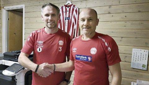 Trener på plass: Sportslig leder Roar Berge (til høyre) kan ønske Malvin Husby velkommen som trener for AKs herrelag i fotball.
