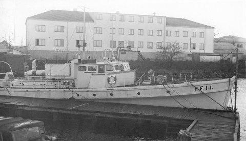 FORSKNINGSBASEN: Virksomheten i disse lokalene i Horten, hvor Forsvarets Forskningsinstitutt holdt til, var omgitt av mye mystikk og hemmelighetskremmeri. Bildet er tatt på 1950-tallet og viser FFIs første forskningsfartøy «FFI 1» eller «Tustna», som det også het. Fartøyet var innredet med laboratorier. Foto: FFI