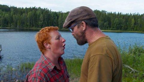 KOM TIL ET SMELL: Laila Lockert og Lasse Bergseter ryker sammen på «Farmen» mandag kveld etter å ha et dårlig forhold lenge.