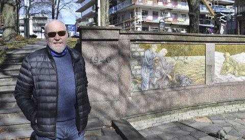 SKRIVER: Ideen til boken kom blant annet fra en artikkel om Jan von der Lippe fra Tønsberg, som falt ved Lillehammer i 1940, forteller Dag O. Bruknapp. Foto: Lars Døvle Larssen