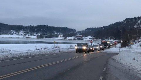 SAKTEGÅENDE KØ: Dette bildet er tatt i Mulvika, der E18 gikk tidligere, like etter halv ni tirsdag morgen.
