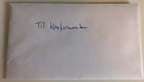 KONFIRMANTHILSEN PÅ AVVEIE: I dag formiddag ble denne hilsenen levert hos Hotell Borge.